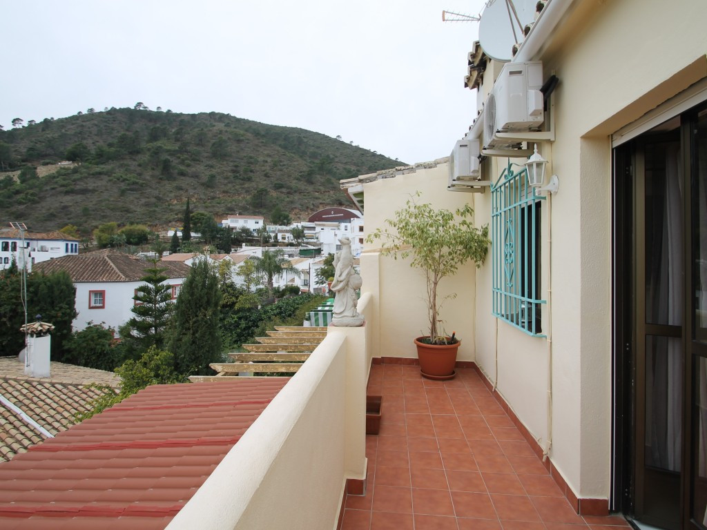 Town House for sale in Benahavis - Benahavis Town House - TMRO-R3336421