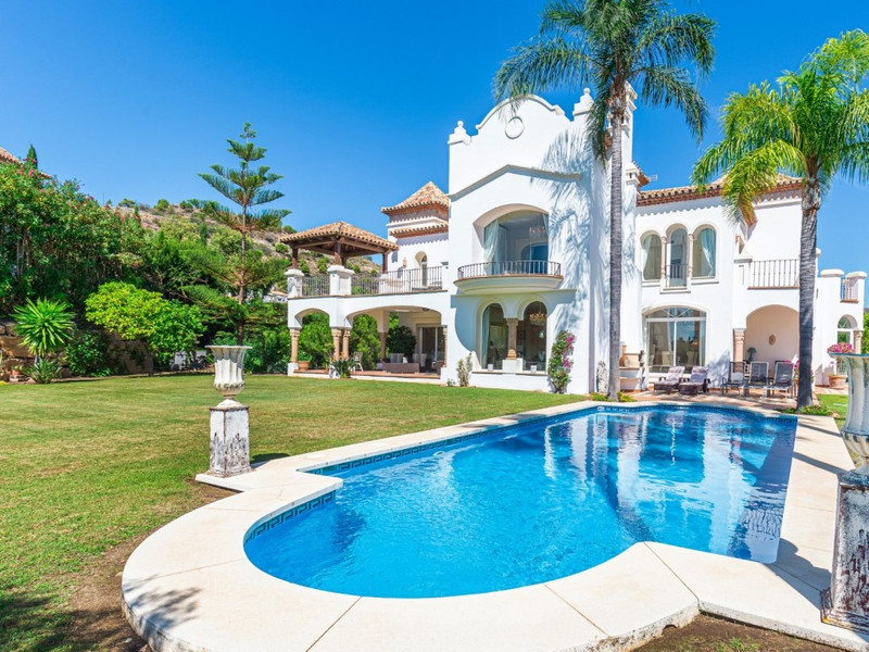 Villas for sale in Benahavis 11