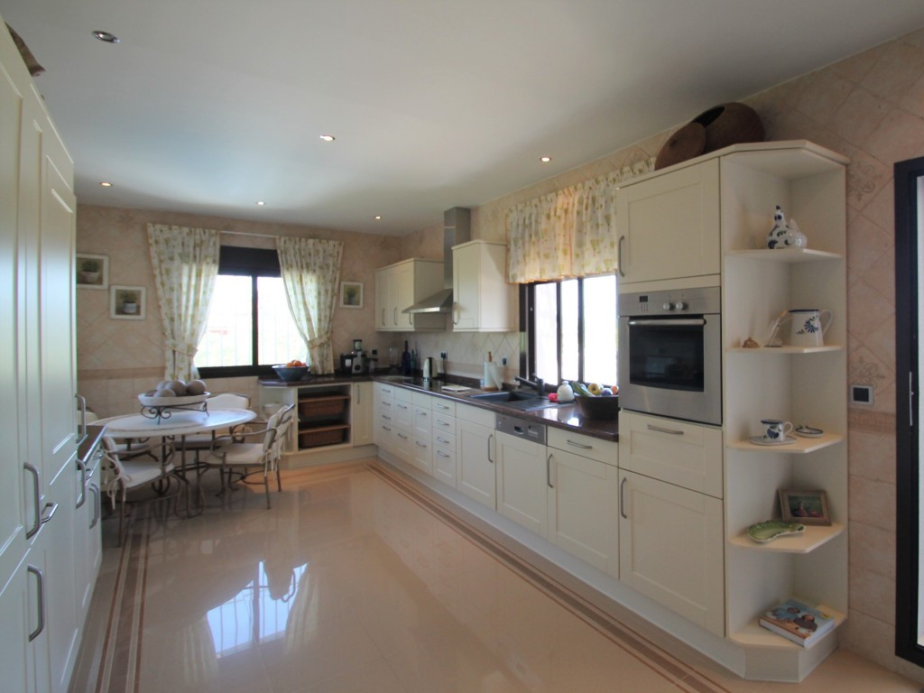 4 Bedroom Detached Villa For Sale Sotogrande Costa