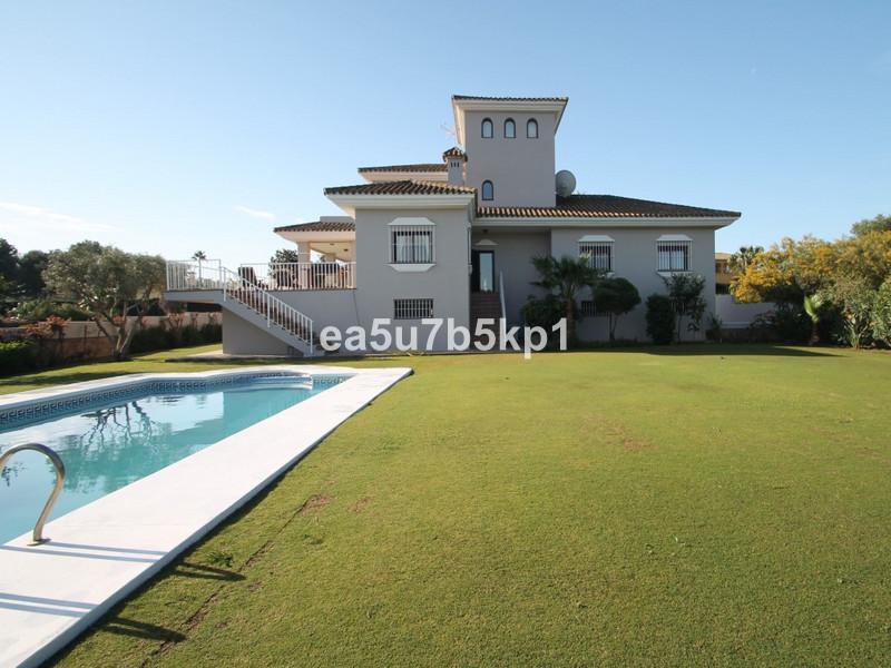 Вилла - Дом для продажи, Sotogrande Costa – R2871512