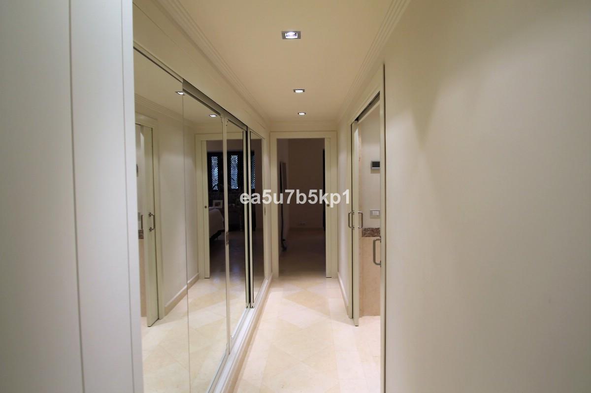 Apartamento con 3 Dormitorios en Venta Guadalmina Baja