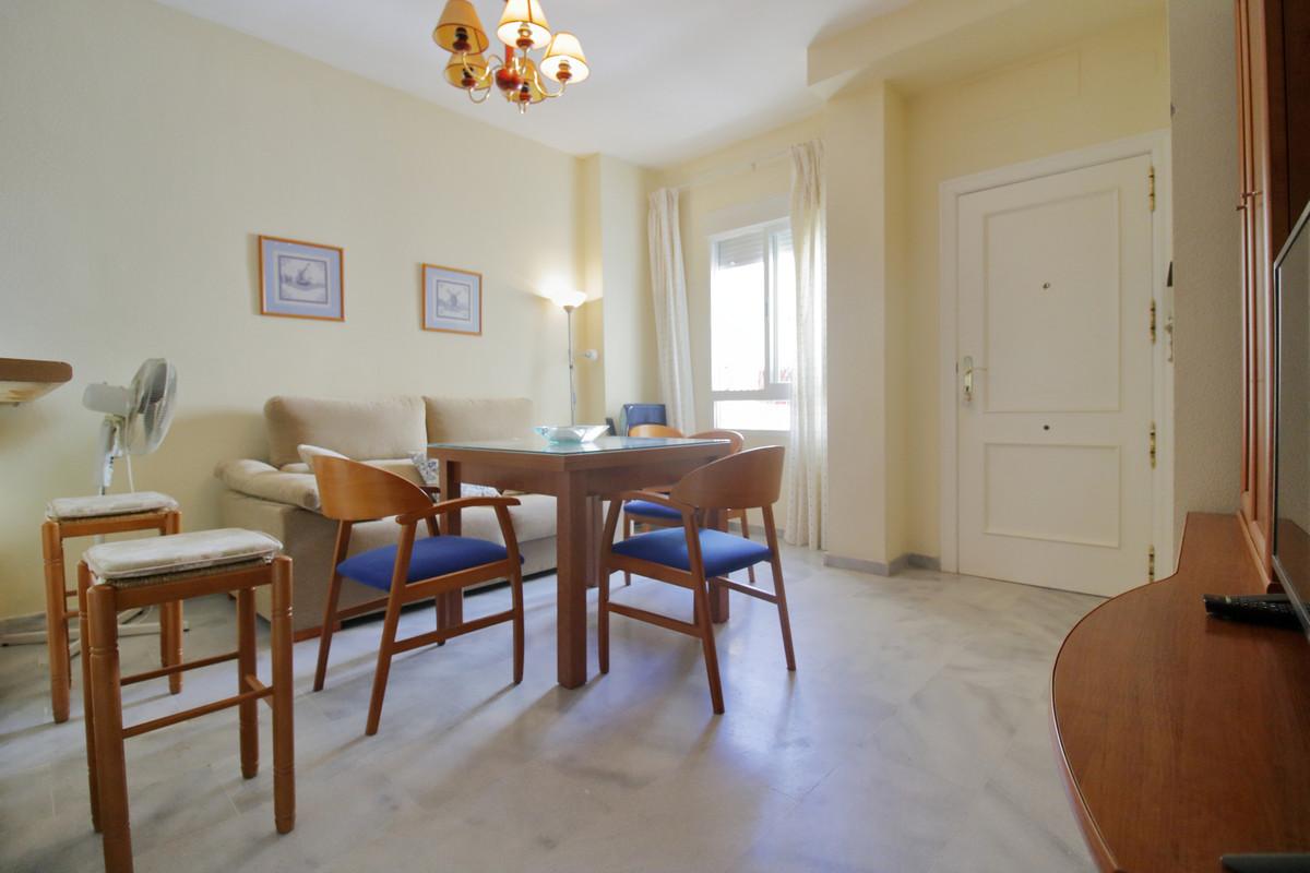 Middle Floor Apartment, Fuengirola, Costa del Sol. 2 Bedrooms, 1 Bathroom, Built 57 m².  Setting : TSpain