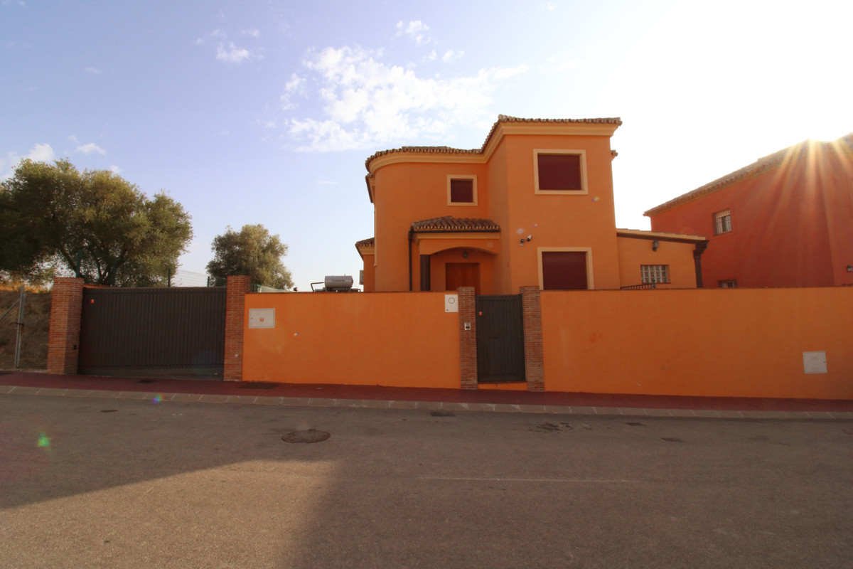 Detached Villa, Sierrezuela, Costa del Sol. 5 Bedrooms, 3 Bathrooms, Built 300 m²;, Terrace 51 m²;, , Spain