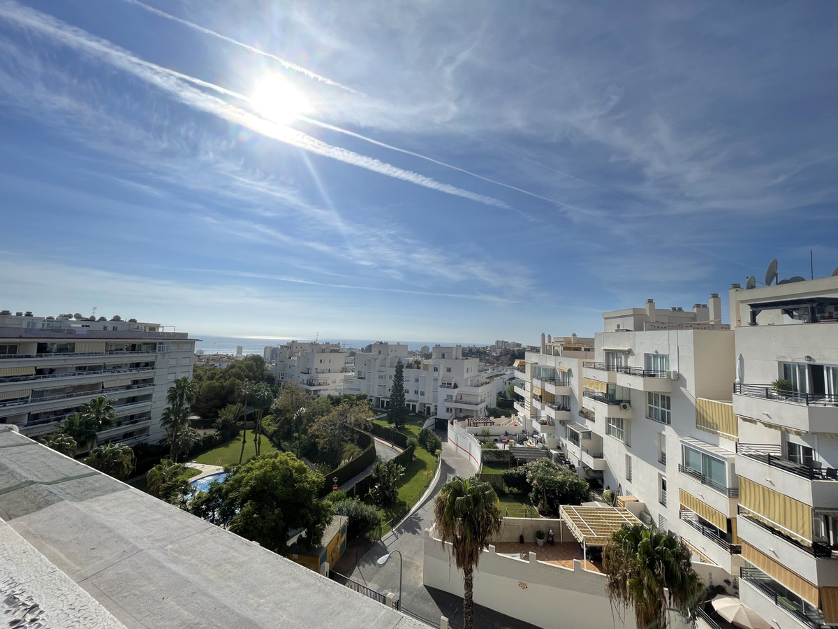 BIG OPPORTUNITY!!  Living in the centre of Benalmadena with schools, supermarkets, restaurants, shop,Spain