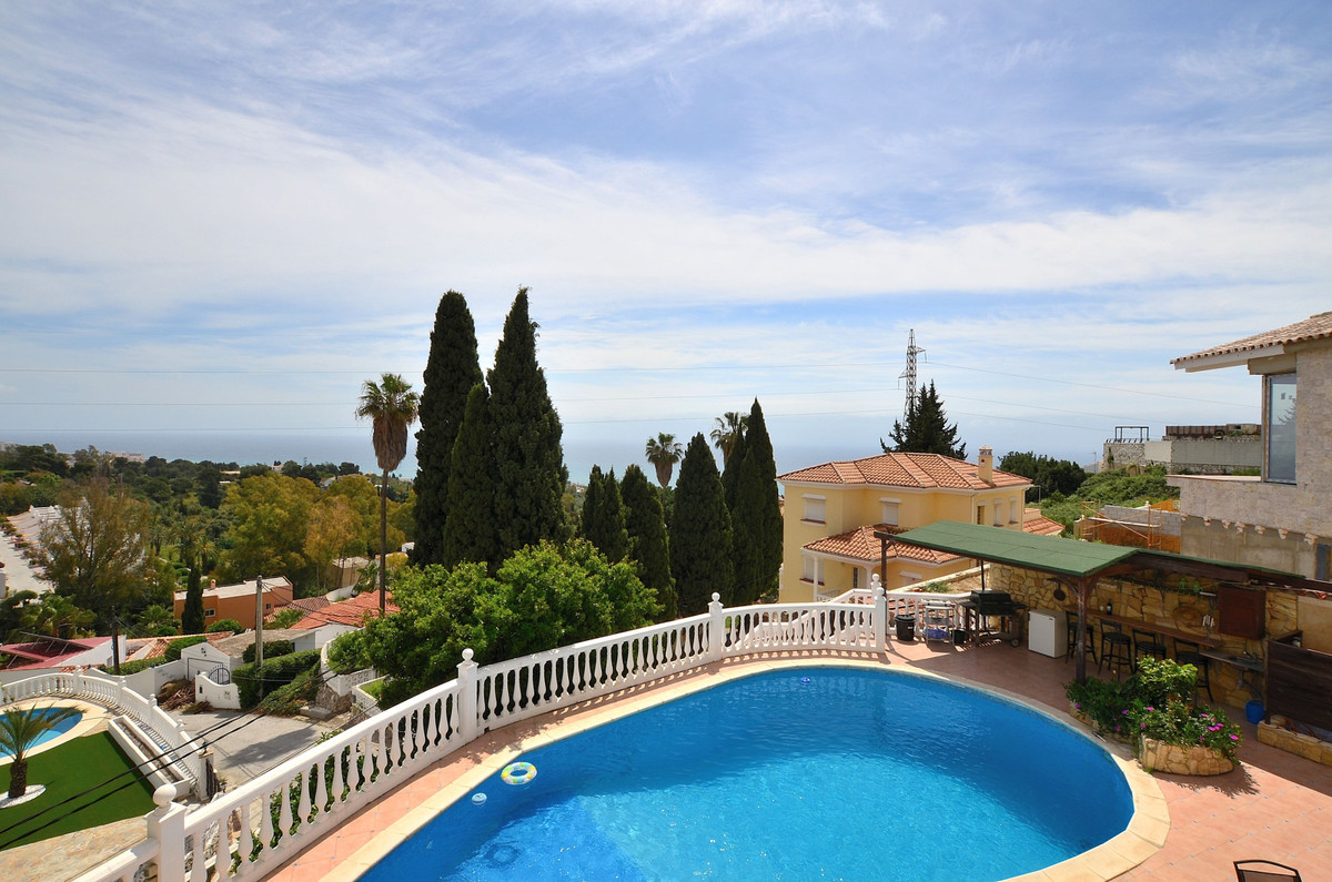 REDUCED PRICE FROM 1,195,000 € TO 1,075,000 €, FOR A QUICK SALE !! Large property with 5 floors, pri,Spain