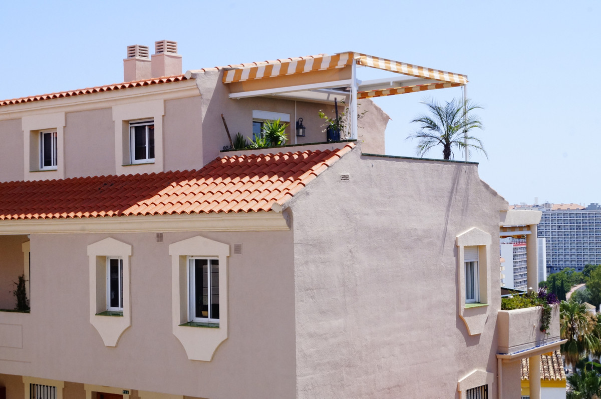 A warm welcome to this newly renovated corner apartment with close distance to everything! This Top ,Spain