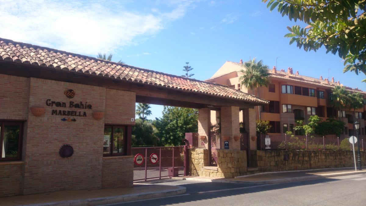 Lägenhet på mellanplan i Bahía de Marbella R3261220