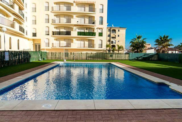 Bonito apartamento atico situado en la urbanizacion cerrada con piscina a unos meros de playa en san,Spain