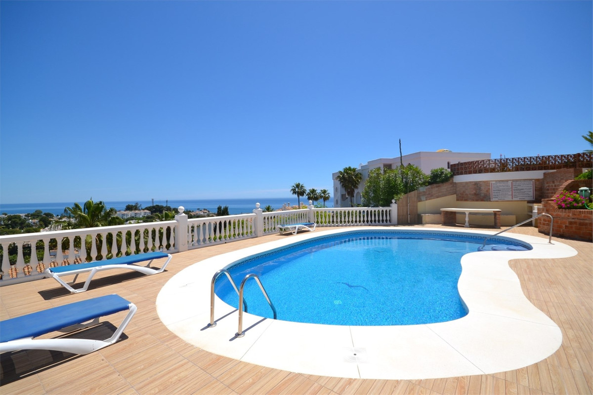 Chance! Magnificent 3 bedroom elevated ground floor apartment with great views in a gated community ,Spain