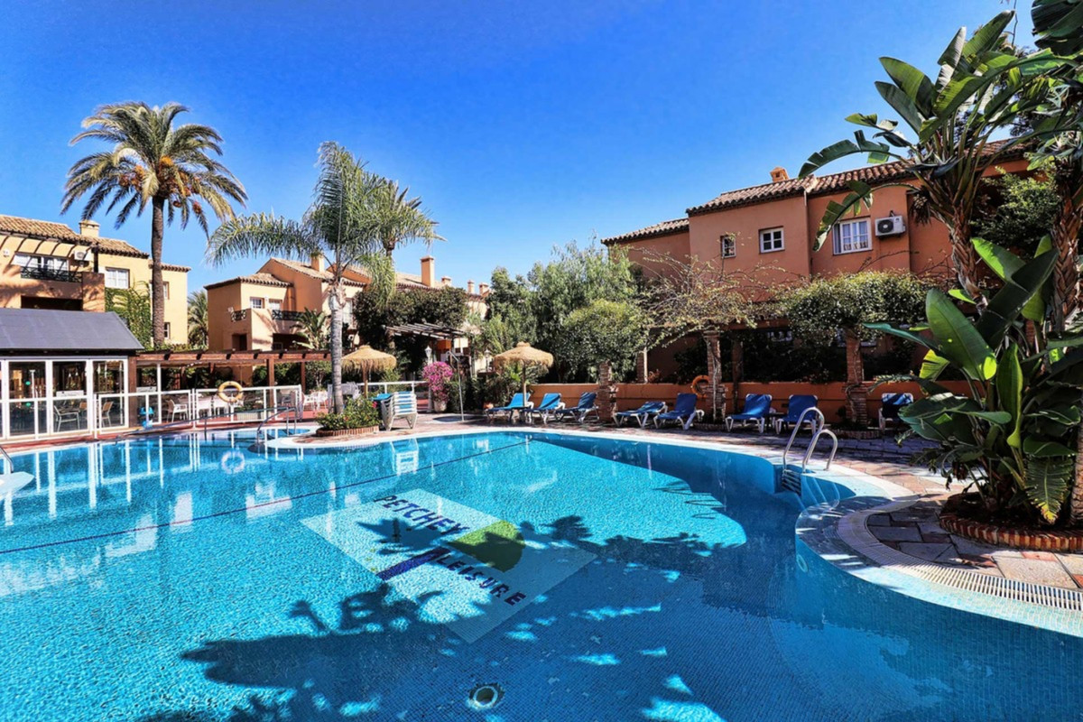Opportunity! Magnificent Three bedroom Apartment on the Ground Floor in a Holiday Resort with magnif, Spain