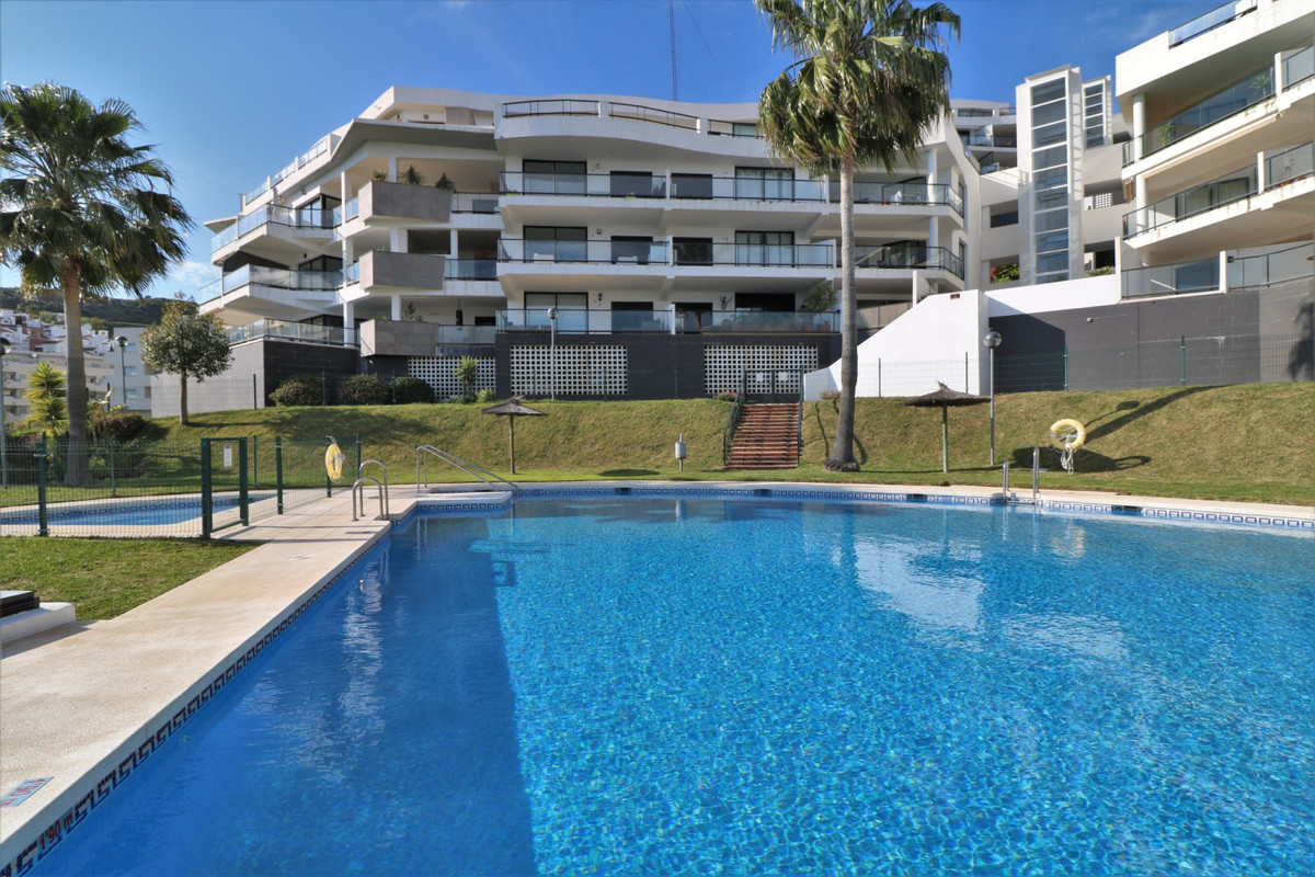 Spacious 2 bedroom apartment on the third floor with excellent views located in Riviera del Sol, Mij,Spain