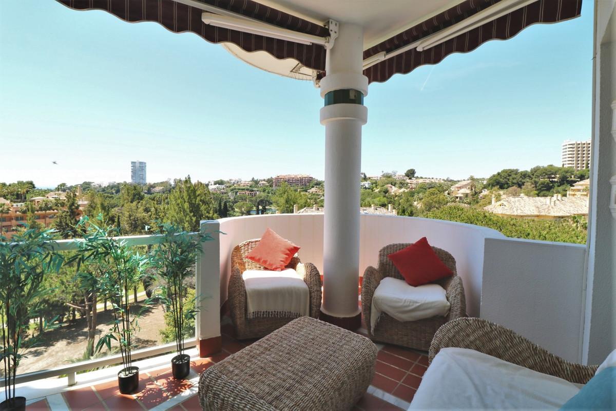 Apartamento Planta Media en Venta en Río Real – R3645935