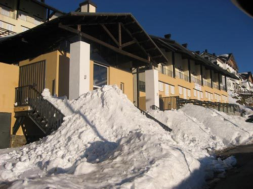 Very close to the ski lift Virgen de las Nieves. It consists of 1 bedroom with 2 bunk beds (4 beds),, Spain