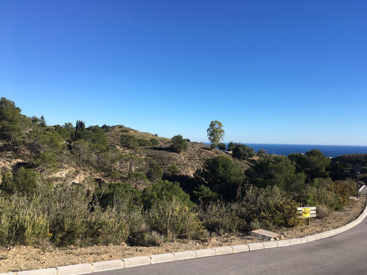 Residential plot of 1700m2 in the prestigious Las Lomas de Mijas urbanisation, close to Mijas Pueblo, Spain