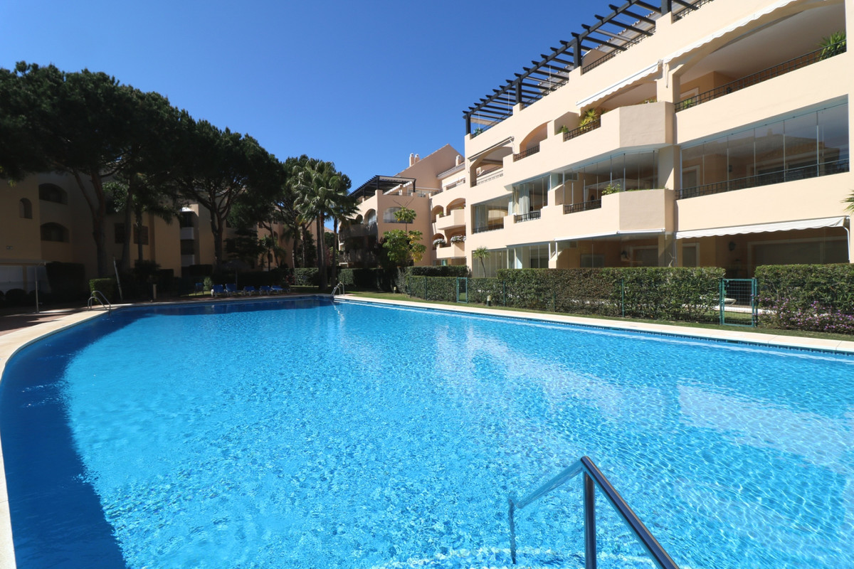 Magnificent two bedroom apartment on ground floor in a luxury urbanization with pool and just 100 me,Spain