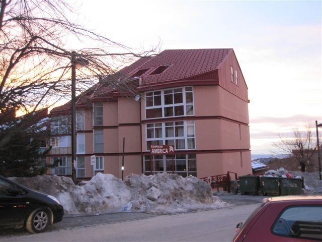Apartment of 65 m2 located on the first ski lift (from the town square). It has 3 bedrooms and 1 lar, Spain