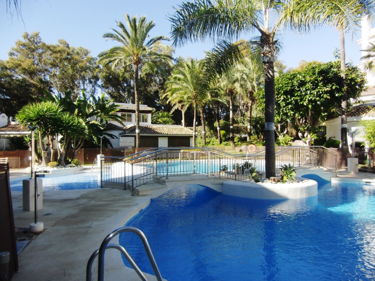 3 bedroom corner apartment with south orientation just 100 meters from one of the best beaches in Ma, Spain