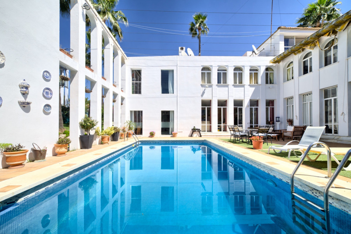 Marbella Banus Villa – Chalet en Venta en Marbella – R3481006