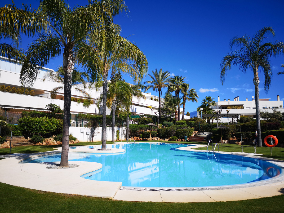 Nice and large  penthouse with 3 Bedrooms and 2 Bathrooms located in Nueva Andalucia - Marbella , Co,Spain