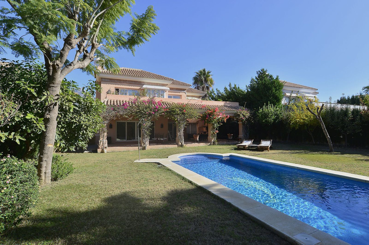 Beautiful villa located in a prestigious and privileged place in Nueva Andalucia with spectacular vi, Spain