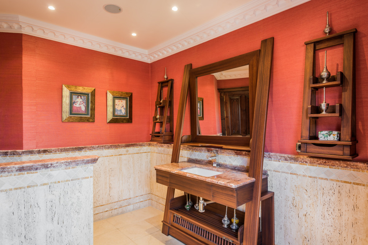Villa con 8 Dormitorios en Venta Nueva Andalucía