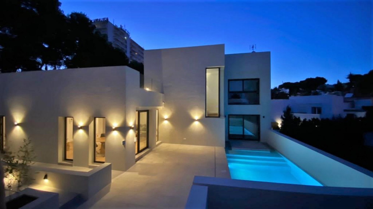 In very well located area and close to all amenities , this new built modern detached villa is built, Spain