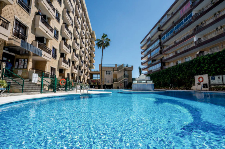 GREAT INVESTMENT OPPORTUNITY - FIRST LINE BEACH  in Fuengirola's beach promenade, next to the s,Spain