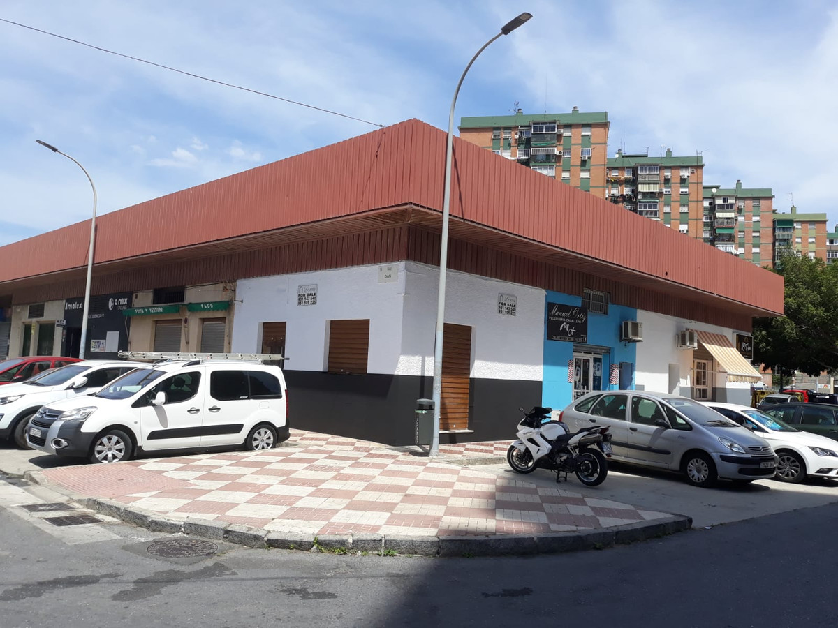 Corner Commercial property for sale located in the residential area El Copo, Malaga.,Spain