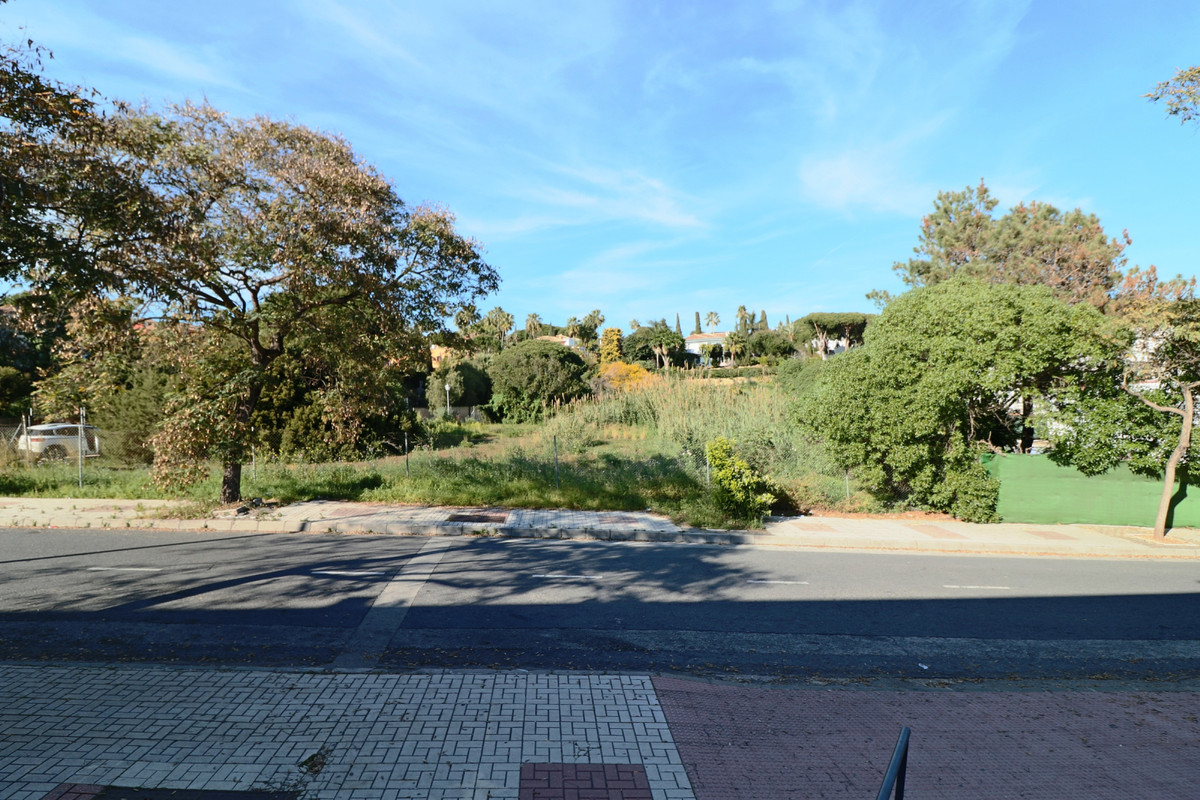 Urbanisation of Hacienda las Chapas, Marbella East  Excellent opportunity to invest in 3 plots - tog, Spain
