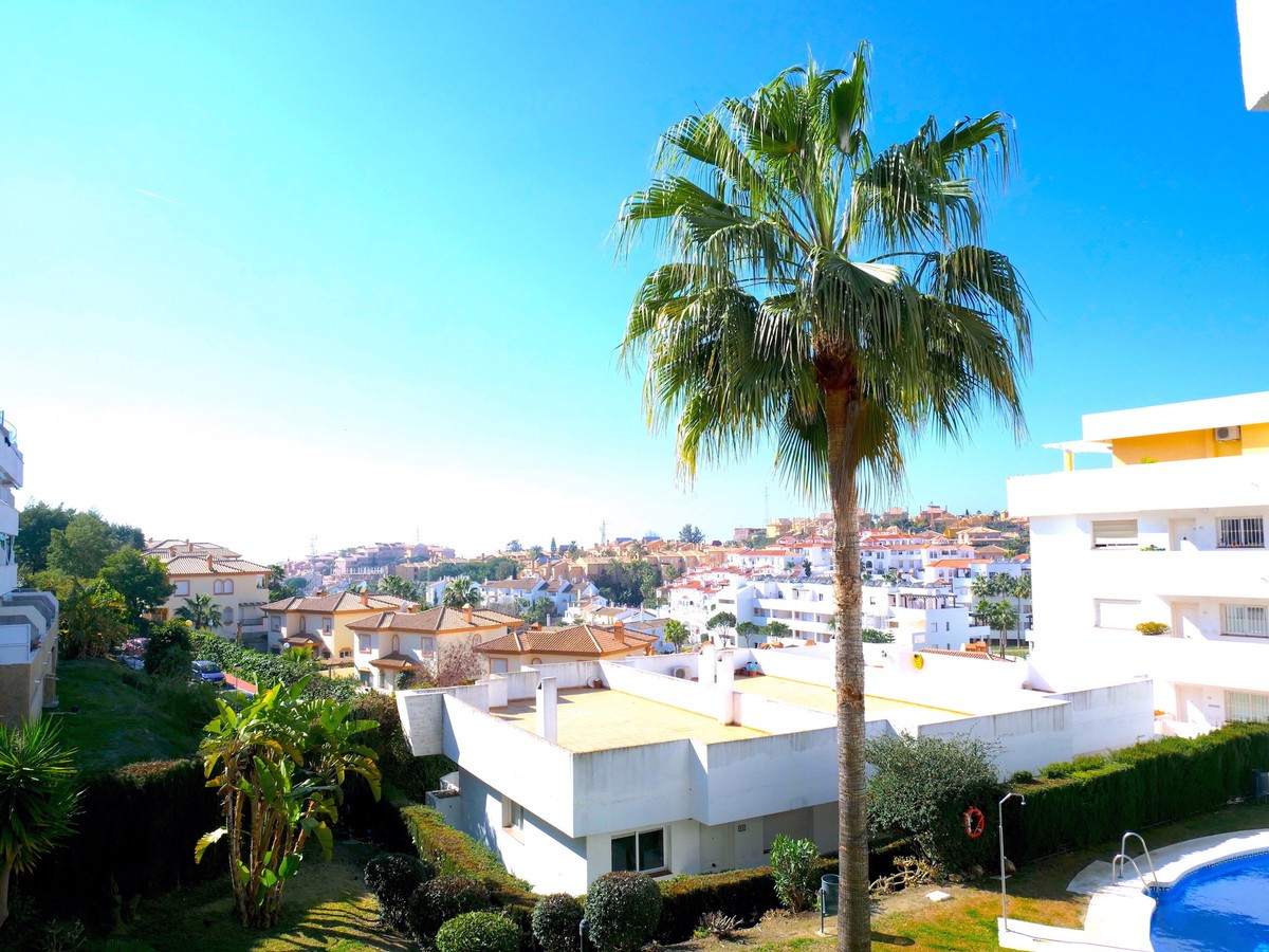 This lovely 2 bedroom 2 bathroom apartment. A good sized lounge/dinning with a big terrace in a comm, Spain