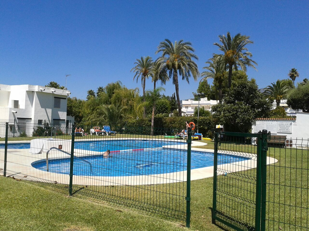 PRICE REDUCED FOR QUICK SALE - Located in a popular complex close to Puerto Banus in Aloha Sur, spec, Spain