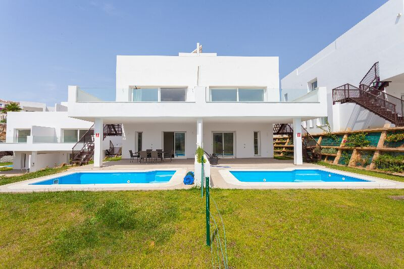 Six brand new semi-detached frontline golf villas in Miraflores Golf, a Superb golf course with 18 c, Spain