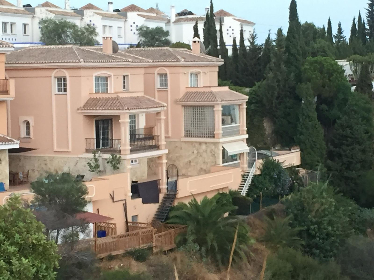 Semidetached Villa with spectacular sea and mountain views in Torreblanca, Fuengirola. Nice private , Spain