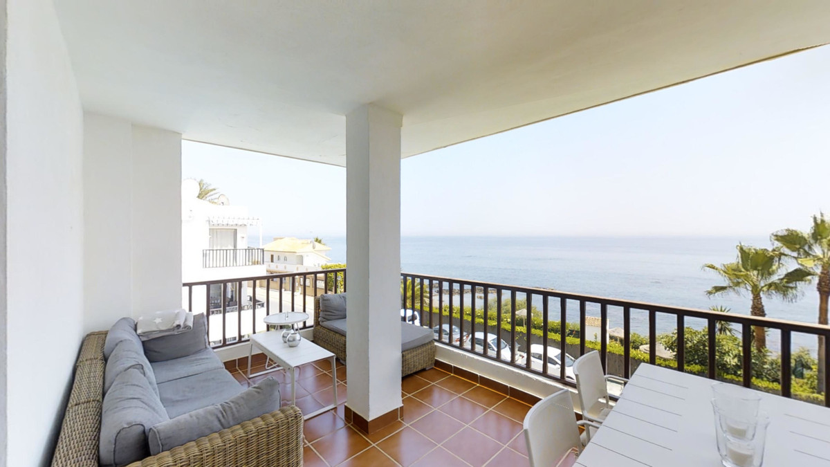 This 3 bed 3 bath all ensuite duplex-penthouse is stunning very spacious, furnished and decorated to, Spain