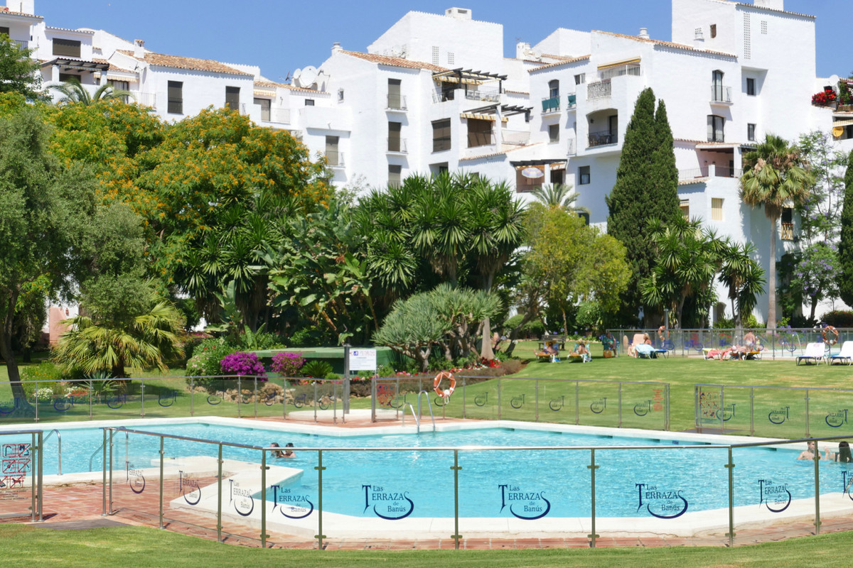 Nicely situated ground floor apartment with 2 bedroom 2 bathroom located in the heart of Puerto Banu, Spain
