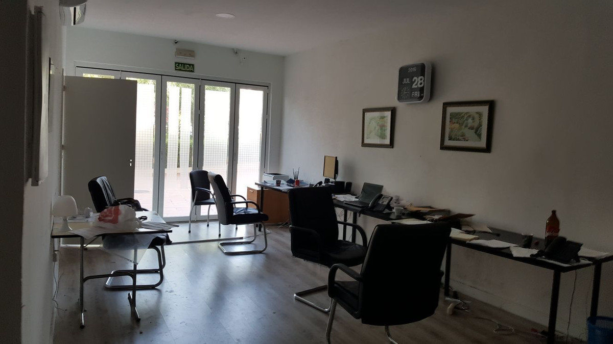 PRICE REDUCED from 110.000€ to 90.000€ for Quick sale - Bargain Shop for sale located in a popular c,Spain