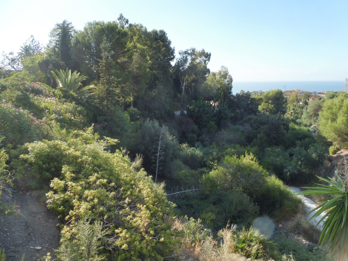 Wonderful building plot with sea views in a quiet area of ??Benalamdena Pueblo a total area of ??219, Spain