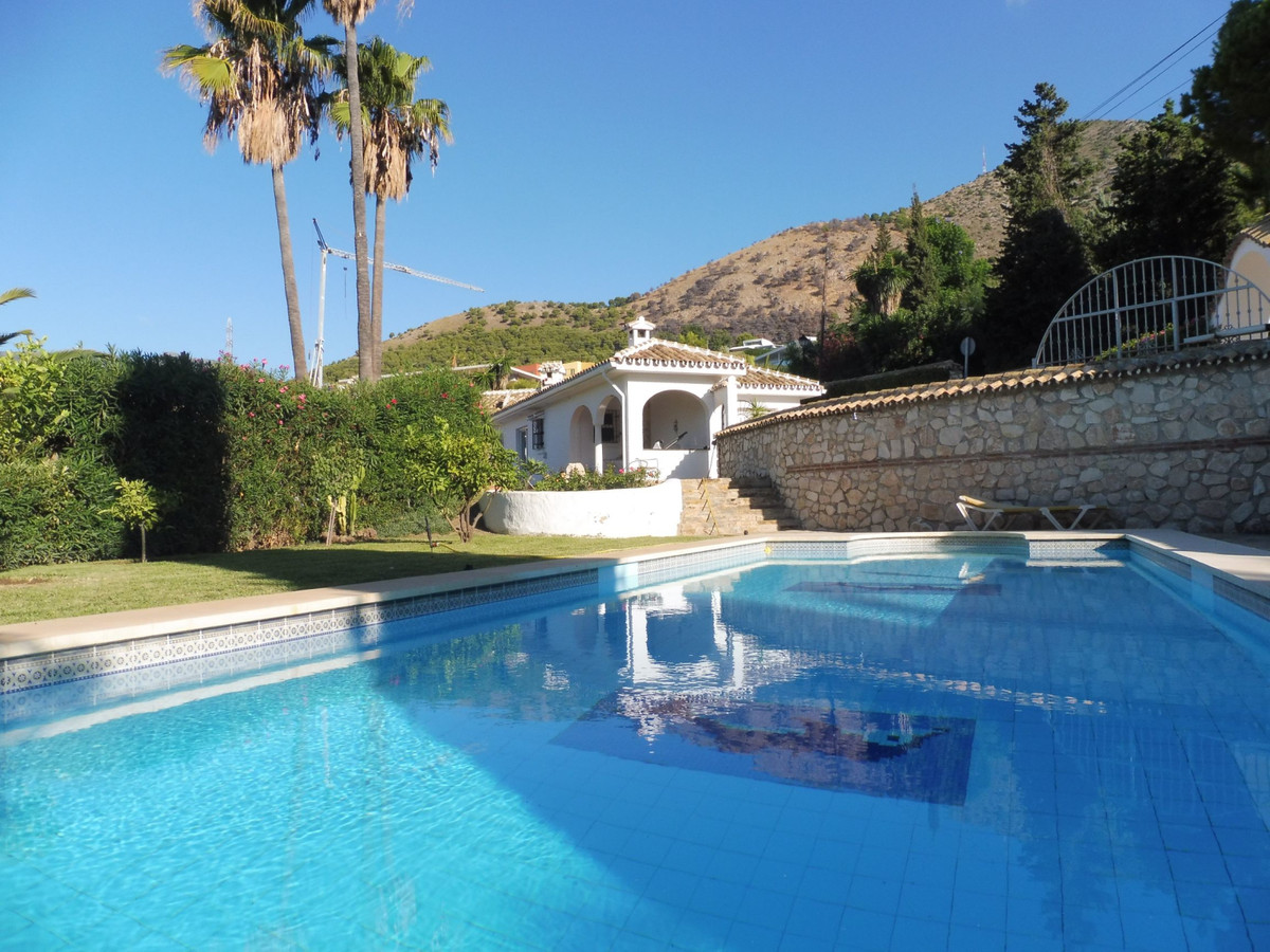 Fantastic opportunity Villa with building land with a total of 3230 m2 and a house built to move int, Spain