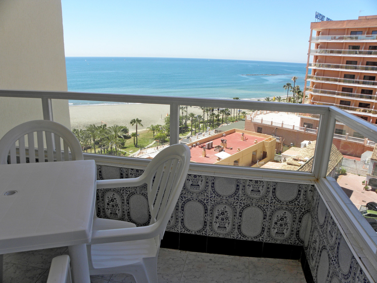 Cozy one bedroom apartment on the beachfront in Benalmadena Costa, entrance hall, living room with l, Spain