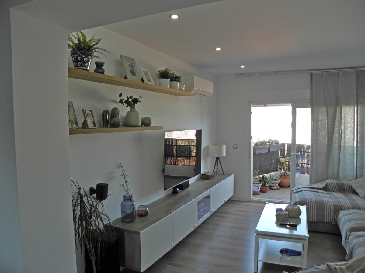 Cozy 2 bedroom apartment completely renovated, electricity, plumbing and new walls, spacious living ,Spain