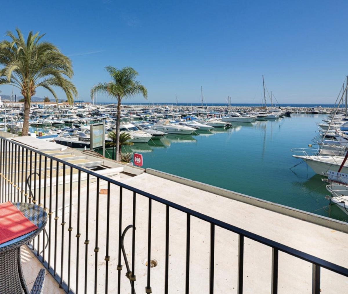 Marbella Banus Apartamento Planta Media en Venta en Puerto Banús – R3640058