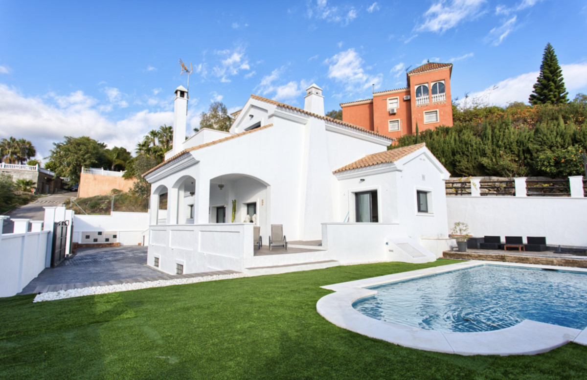 Magnificent opportunity !!  Villa located in the demanded Elviria area, surrounded by golf courses, , Spain
