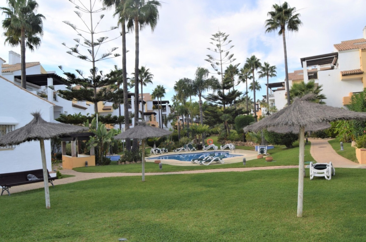 Very nice apartment situated in a frontline beach complex in Bahia de Marbella. The property has 3 b, Spain