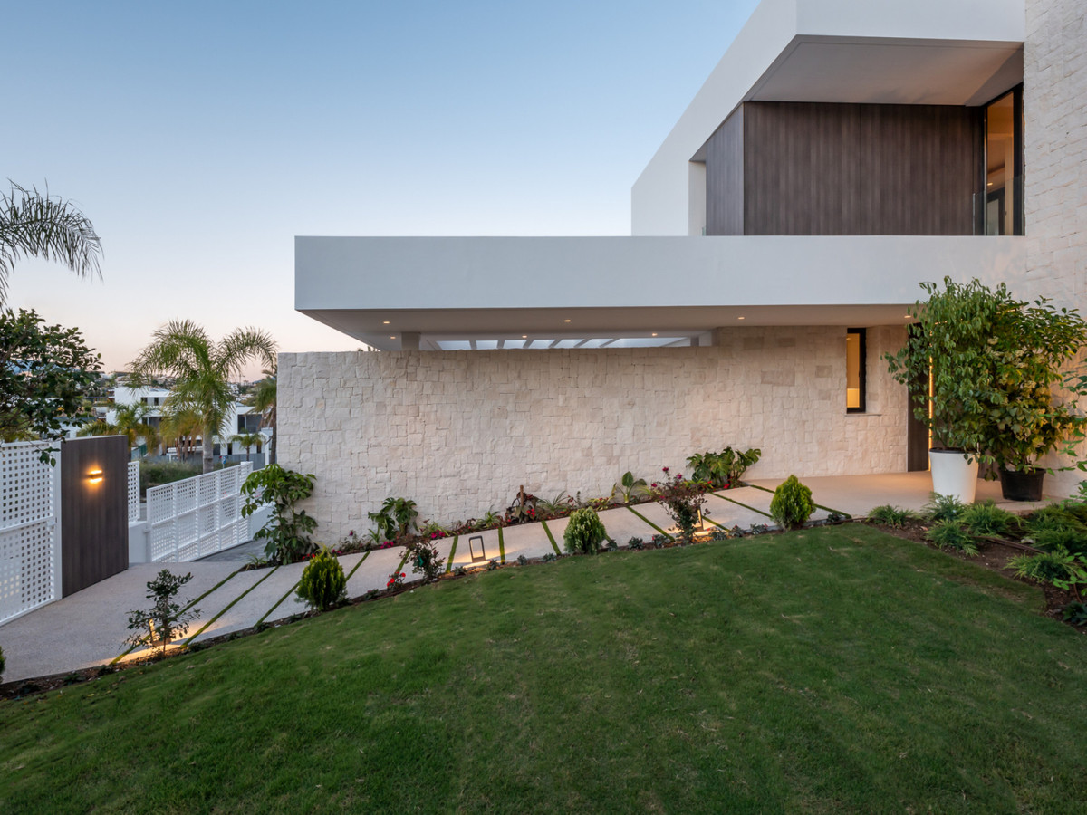 Magnificent modern villa on the New Golden Mile with real sea views. The property has 4 en-suite bed,Spain