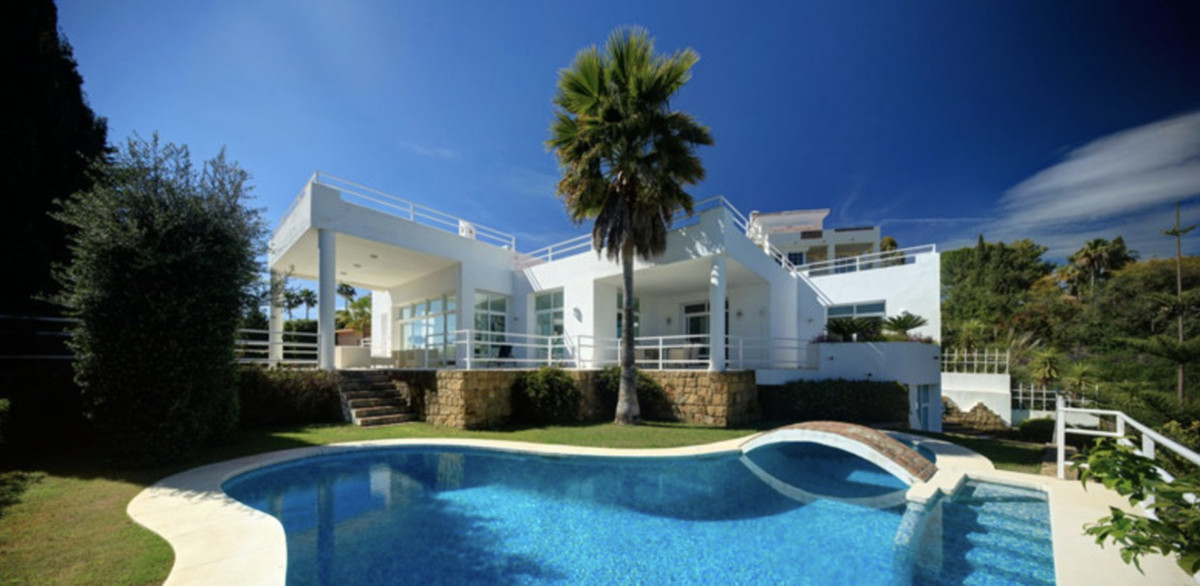 IMPRESIVE VILLA FOR SALE IN LA QUINTA   Spectacular south facing villa with stunning views located i, Spain