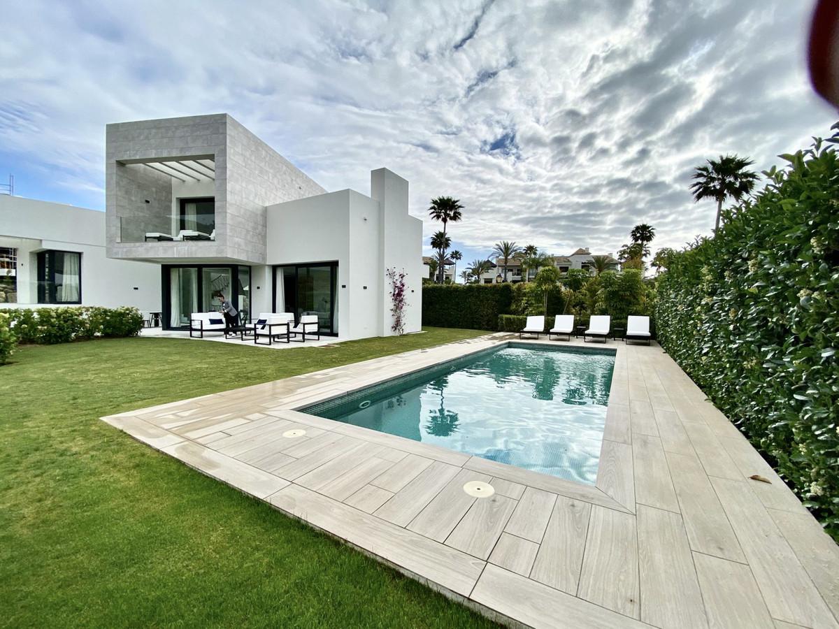 Detached Villa for sale in El Paraiso R3825904