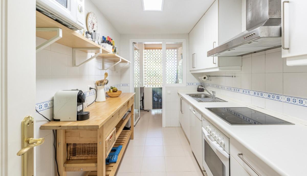 Apartamento Planta Media en Venta en Los Arqueros – R3592603