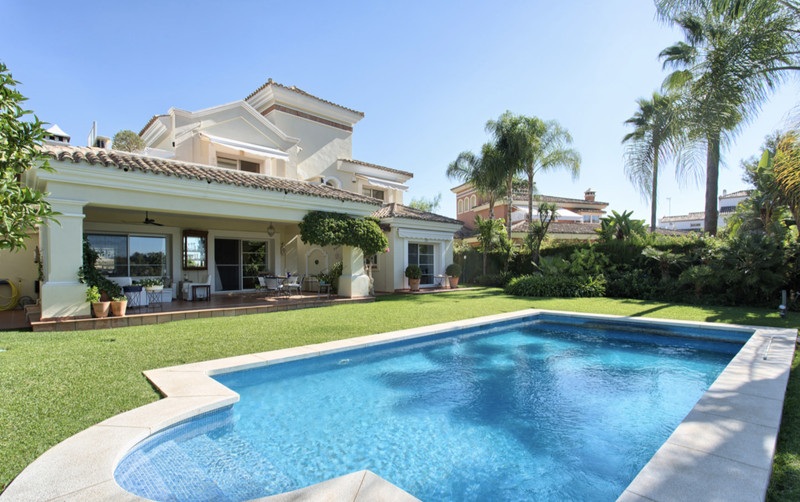 Villas for sale in Guadalmina 13