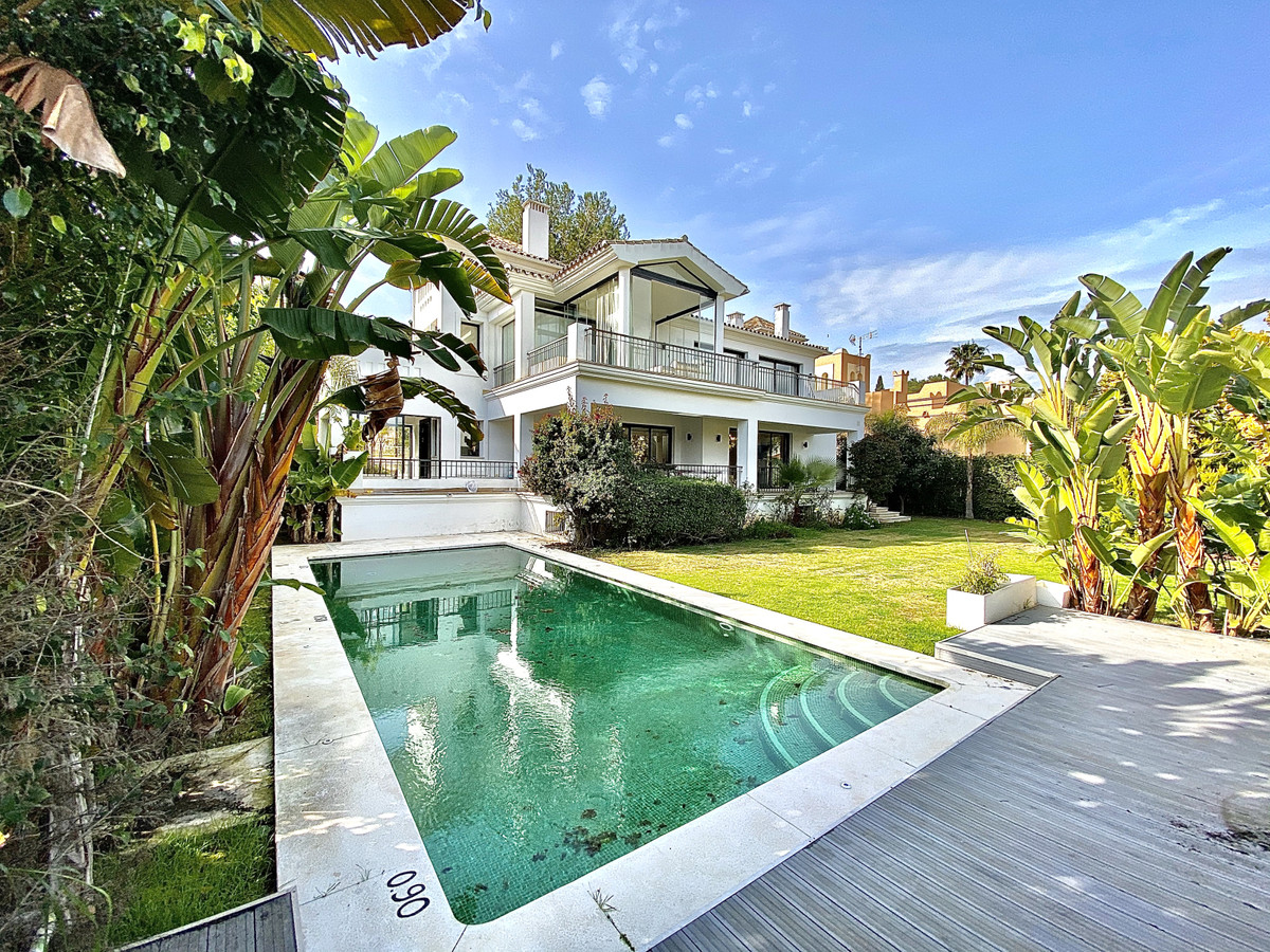 Modern 6 bedroom villa on three floors. Only 10 minutes walk from the Plaza Center and Puerto Banus., Spain