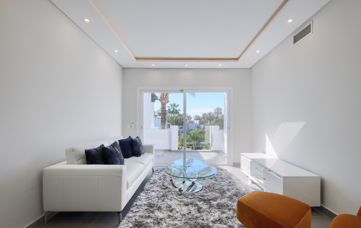 Middle Floor Apartment in Costalita